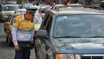 policia-transito-impone-multa-conductor-avenida-ciudad-de-mexico