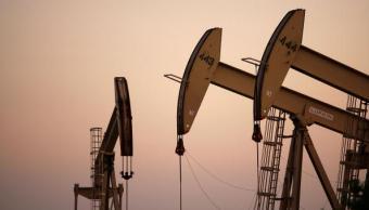 Los precios del petróleo bajan por el dólar