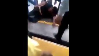 pasajeros frustran asalto a bordo del metrobus y golpean al presunto delincuente