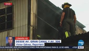 Se registra incendio en bodega de la avenida Gran Canal, en la CDMX