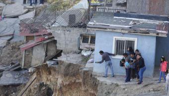 Tras derrumbe de casas en Tijuana, vecinos se organizan