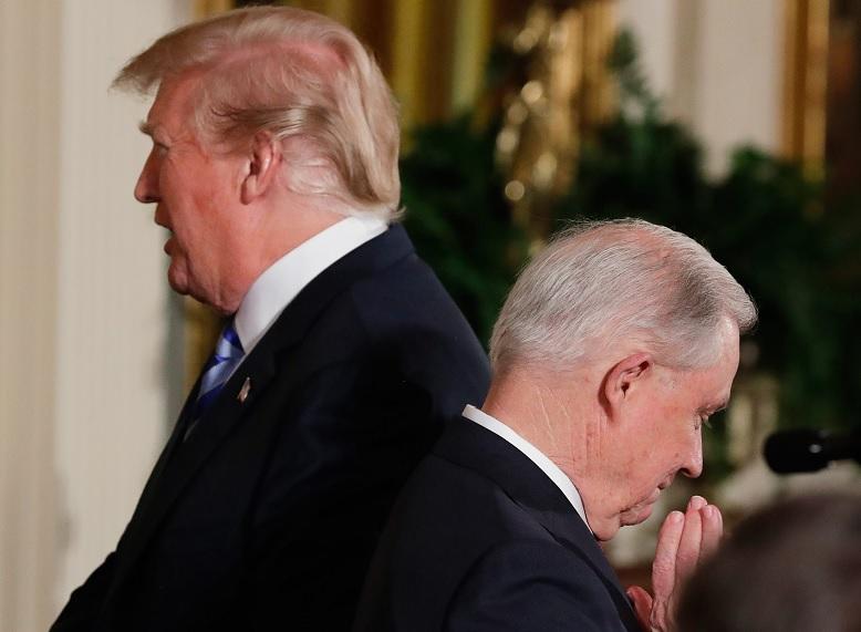 Trump insta a Sessions a investigar a Obama por Rusiagate