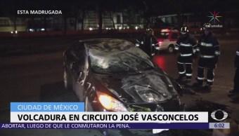 Vuelca automóvil en Circuito Interior, en la colonia Condesa