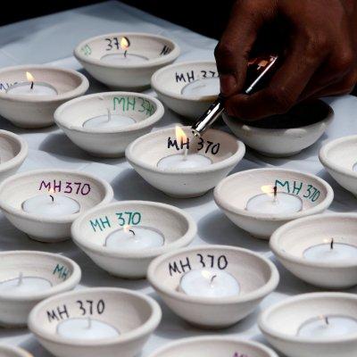Recuerdan a pasajeros de Malaysia Airlines a cuatro años de la desaparición