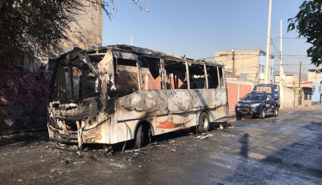 incendio consume camion de transporte publico en gam