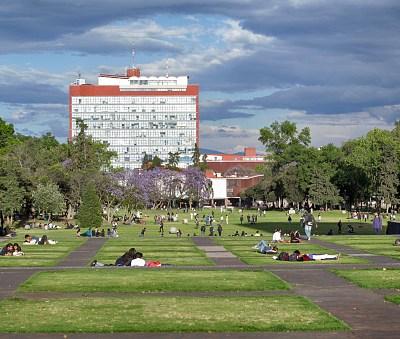 Captan venta de droga en Ciudad Universitaria con cámara oculta