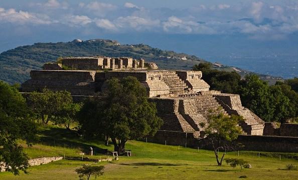 Miles reciben la primavera en zona arqueológica de Monte Albán, Oaxaca