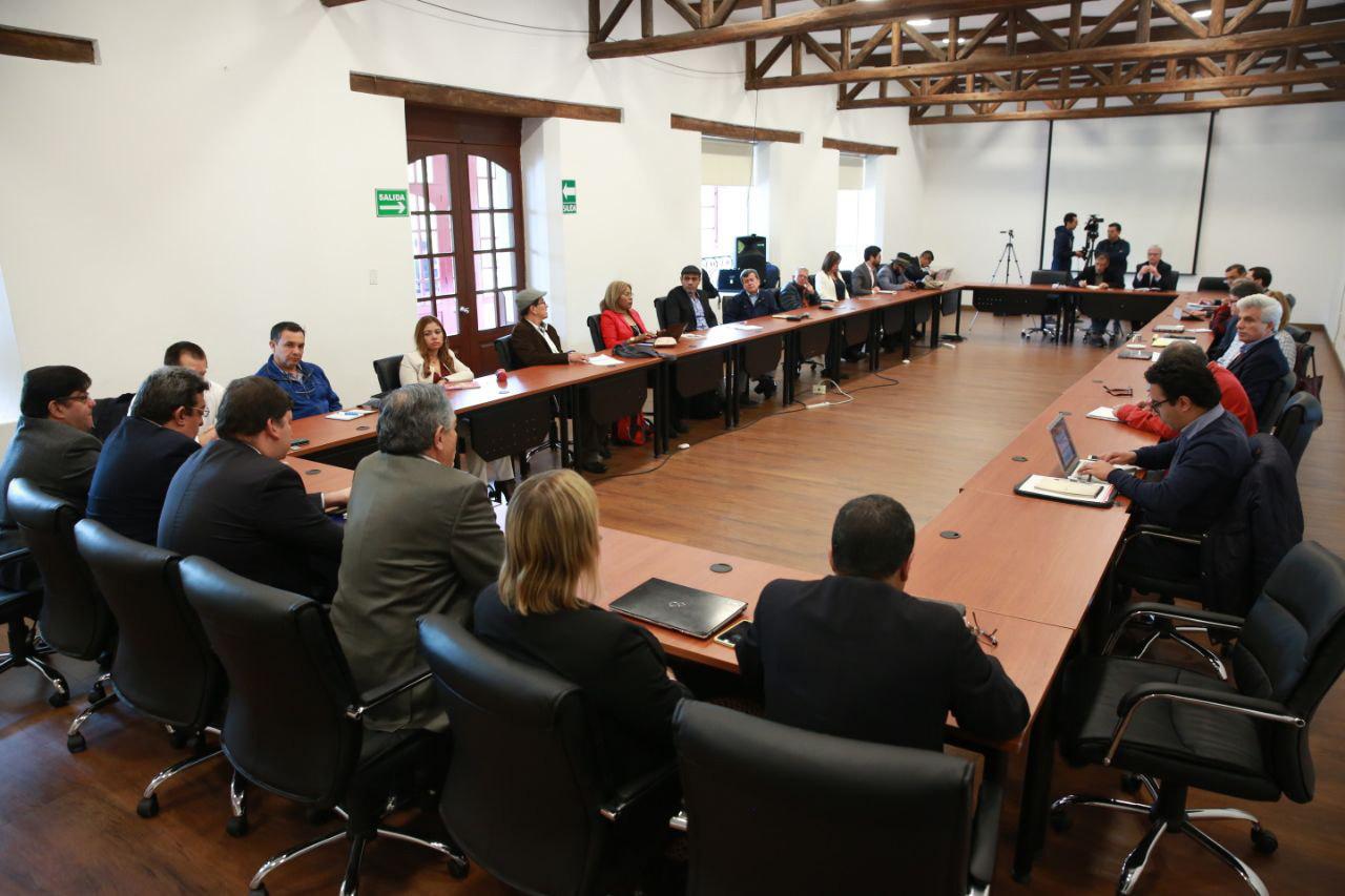 Ecuador celebra diálogo entre Colombia y ELN