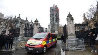 Hospitalizan a dos personas por paquete sospechoso en Parlamento británico