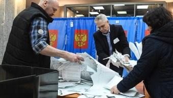 Cierran los colegios electorales en Moscú y el centro de Rusia