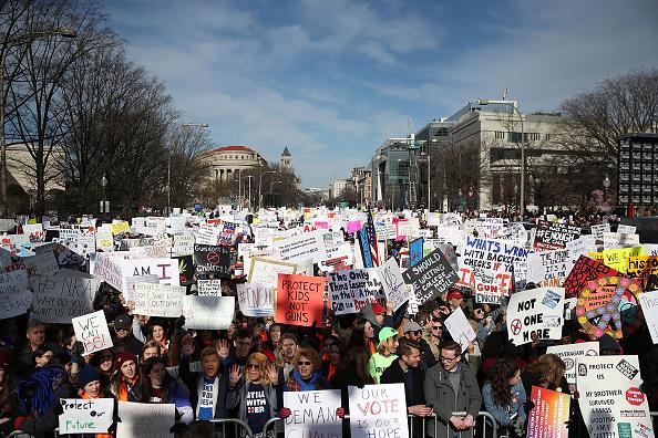 Decenas de miles de personas se concentran Washington para marcha contra armas