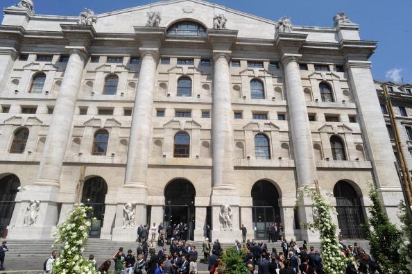 Acciones europeas se recuperan; la Bolsa de Italia baja