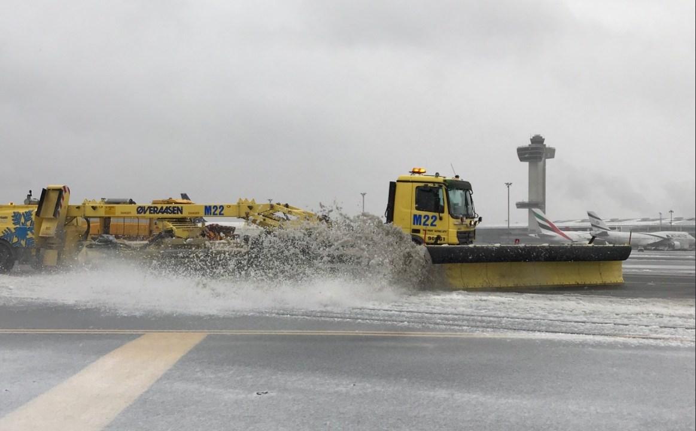 miles de vuelos cancelados en nueva york por tormenta nieve