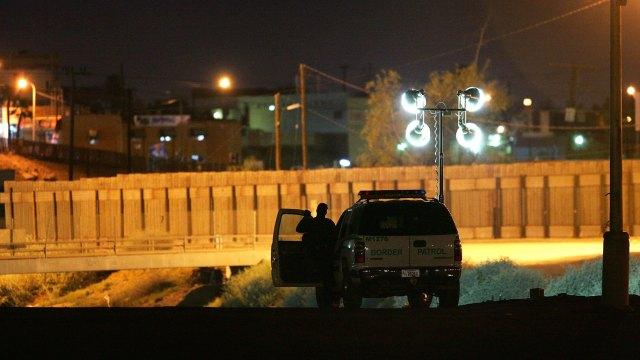 Agentes ICE detienen California 232 inmigrantes