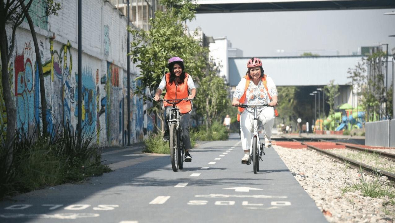 Barrales hace recorrido en bicicleta por zonas de la Miguel Hidalgo