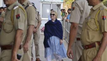 Hillary Clinton sufre fractura de muñeca durante un viaje a la India