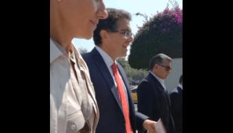 Ríos Piter acude al INE para expresar rechazo a revisión de firmas