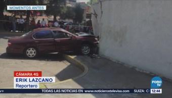 Auto choca contra pared en la colonia Paseos de Churubusco, CDMX