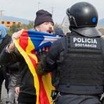 Manifestantes bloquean autopistas en Cataluña por la detención de Puigdemont