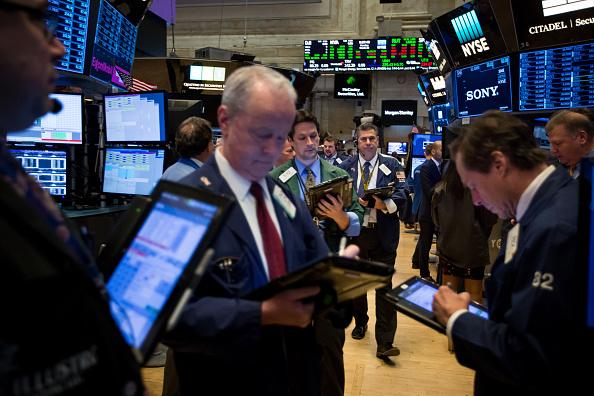 Wall Street cierra pérdidas y Dow Jones cede ciento