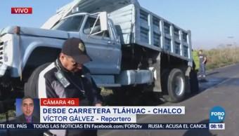 Camión materialista cae a la Laguna de Xico, en Chalco, Edomex