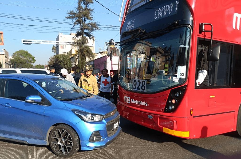 Muestran el primer choque del Metrobús Línea 7