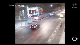 conductor ebrio casi arrolla grupo policias alameda