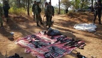 Soldados y policías detienen a 6 hombres con armas en Uruapan, Michoacán