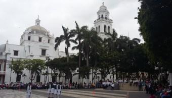 Doce escuelas participan en el concurso de escoltas en Veracruz