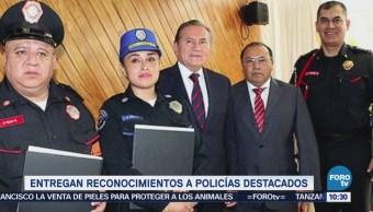 Entregan reconocimientos a policías en la CDMX