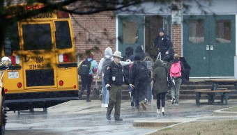 Tiroteo en secundaria de Maryland deja dos heridos; atacante es abatido