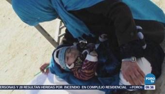 Extra Extra: Mujer realiza examen con bebé en brazos