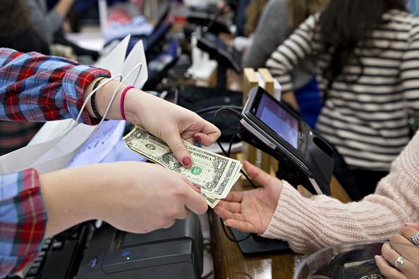 El gasto del consumidor en Estados Unidos tiene aumento marginal