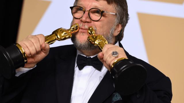Guillermo del Toro obtiene el Oscar como mejor director