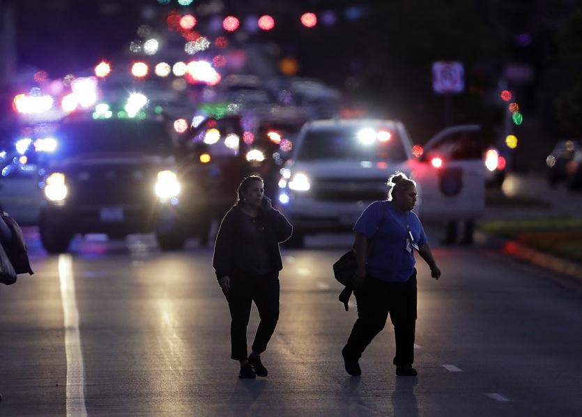 Muere presunto autor de ataques con explosivos en Texas
