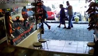 hombre roba arete a abuela en mercado de xochimilco