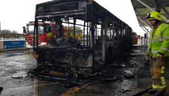 Cancelan vuelos en aeropuerto de Londres por un incendio