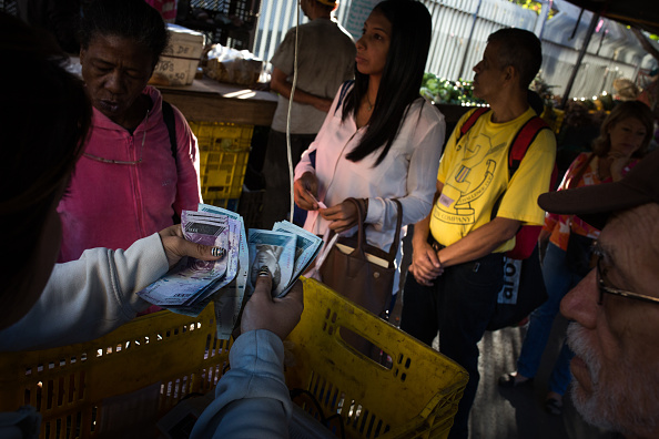 Inflación anual en Venezuela alcanza el 6.147 por ciento