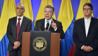 Presidente de Colombia ordena reanudar negociación de paz con ELN