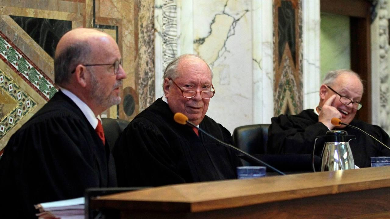 Muere Stephen Reinhardt, juez defensor de migrantes en Estados Unidos