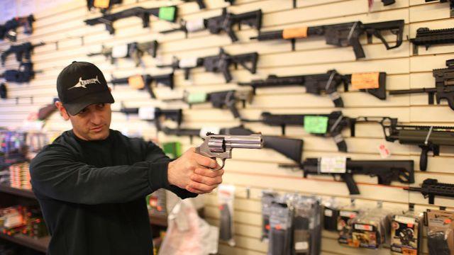 Legisladores Florida aprueban ley que arma algunos maestros