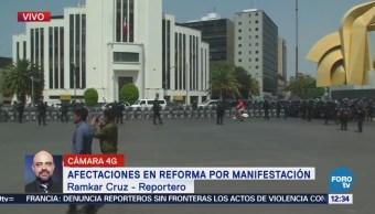 Manifestación avanza sobre Paseo de la Reforma