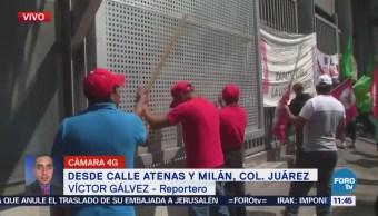 Manifestantes bloquean calle Atenas de la colonia Juárez, CDMX