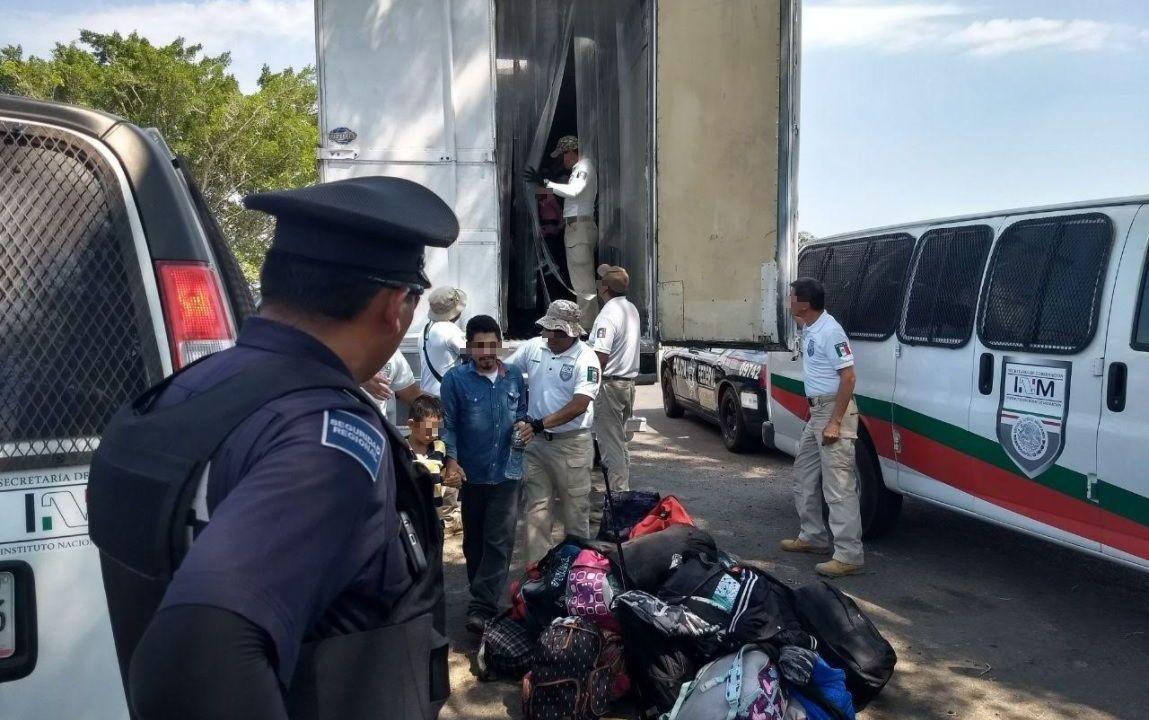 Rescatan a 136 migrantes centroamericanos en Veracruz
