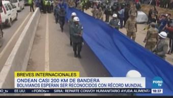 Miles de bolivarianos despliegan bandera gigante por la unidad nacional