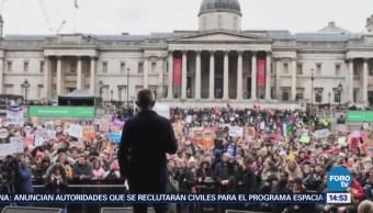 Miles marchan en Londres por los derechos de la mujer