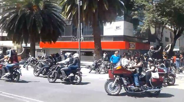 Motociclistas realizan rodada por Día Internacional de Síndrome De Down en CDMX. (Twitter @OVIALCDMX)