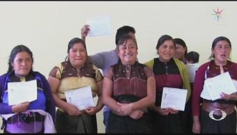 Mujer busca erradicar el analfabetismo en Chamula, Chiapas