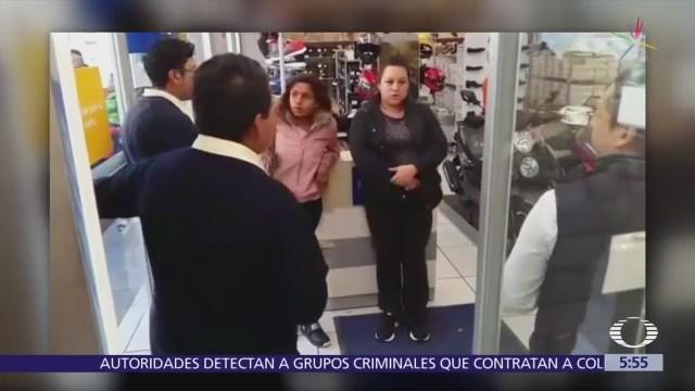 Mujeres roban tenis en tienda departamental de Atlacomulco, Edomex, y huyen