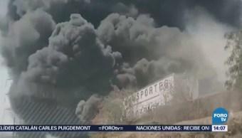 Incendio consume basura en Atizapán de Zaragoza, Edomex